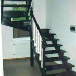П-образная деревянная лестница с забежными ступенями