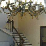 бетонная лестница на второй этаж облицованная деревом