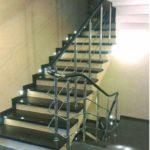 лестница с металлическим ограждением 2