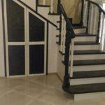 деревянная лестница 90 градусов с забежными ступенями